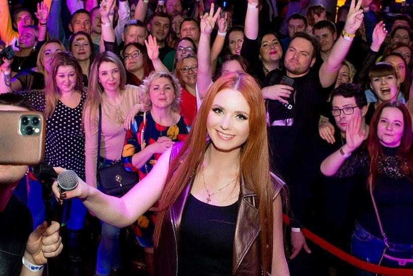 PEOGALERII | t.A.T.u Lena Katina hullutas publikut glamuursel Vene uusaastapeol Tallinnas