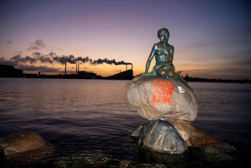 Kopenhaageni Väikese Merineitsi kujule soditi Hongkongi meeleavaldusi toetavad sõnumid
