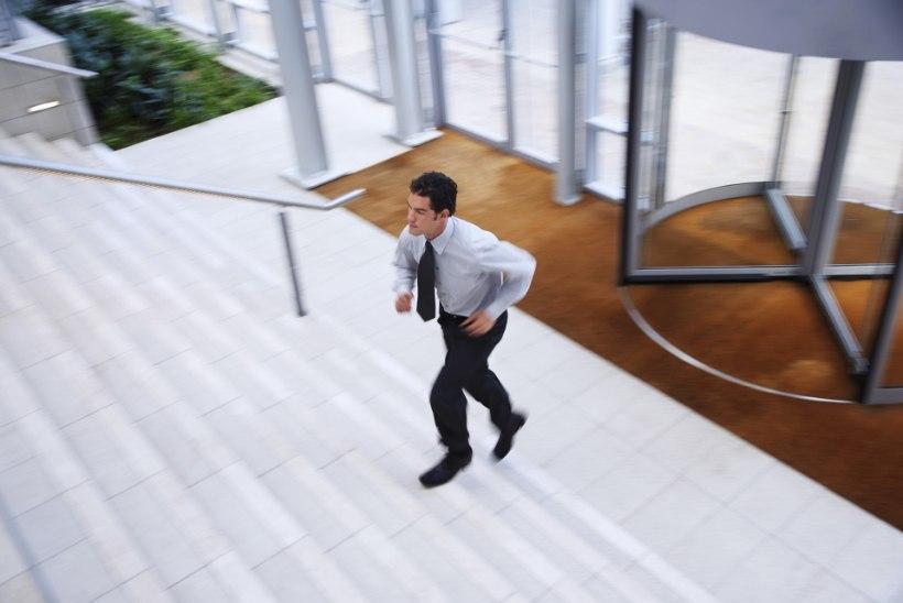 VIDEO | Nipid, kuidas kontoritöötajad saaksid rohkem liikuda