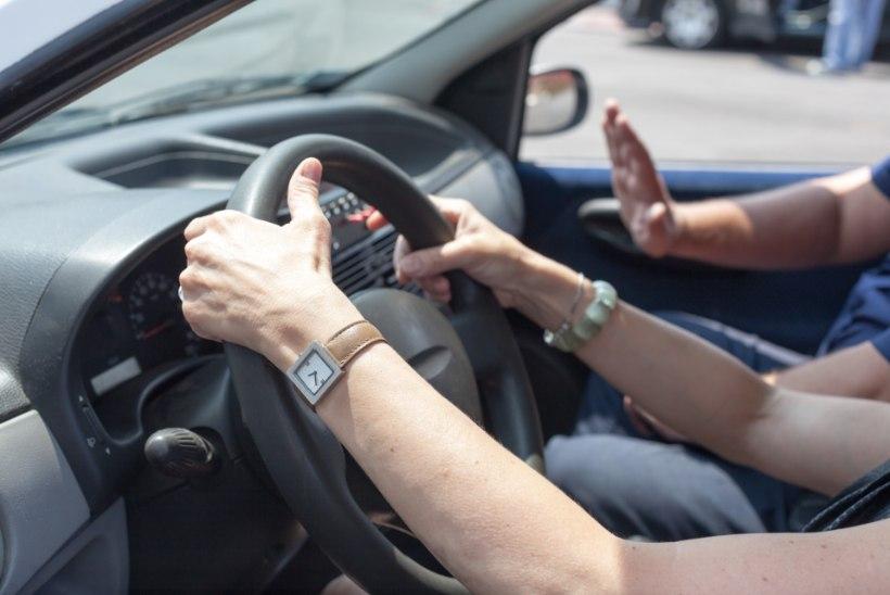 Lugejakiri: sõiduõpetaja hammustas mind õlast