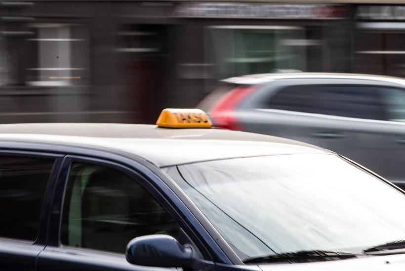 Lugejakiri: kas taksos tuleb istuda ette või taha?