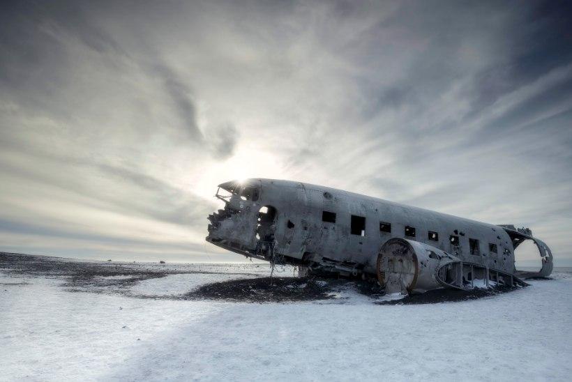 SURM ISLANDIL: ammuse lennuõnnetuse paiga lähedal lebasid hiina turistide surnukehad