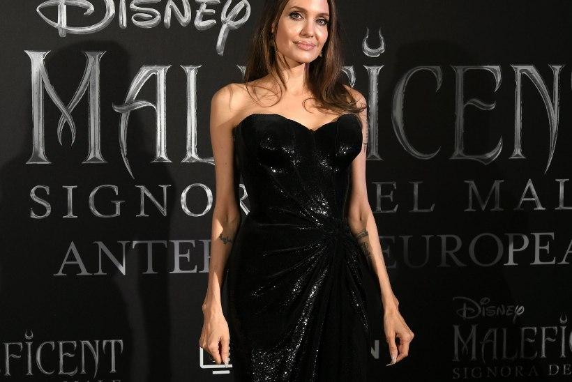 Angelina Jolie kaalub vaid 45 kilo?!