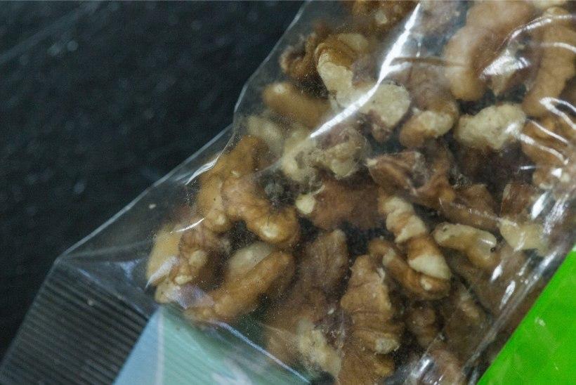 Lugejakiri: pähklite vahel vingerdasid ringi valged ussikesed