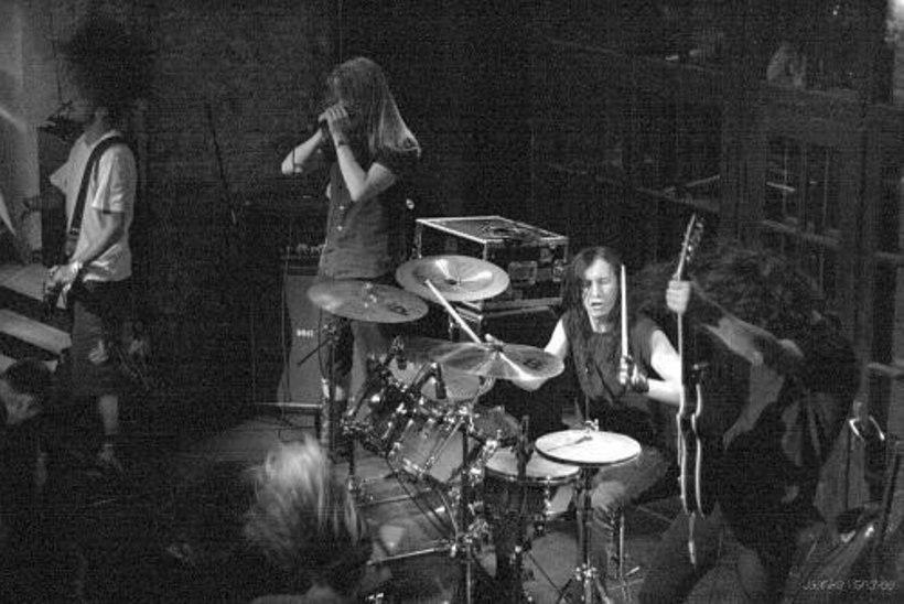 Metsatöllu trummar Tõnis Noevere: olin noorena väga enesekindel ja arvasin, et lähen Lars Ulrichi asemel Metallicasse trumme mängima