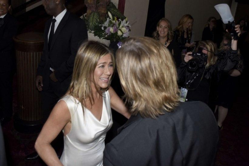 Hollywoodi endise superpaari suudlus pani netikommentaatorid hulluma