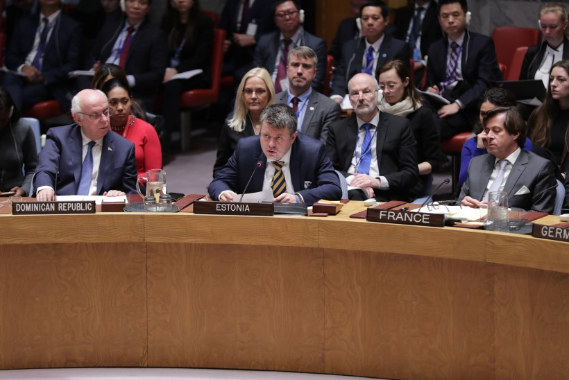 ENNEOLEMATULT PINGELINE AASTA: Eesti diplomaadid töötavad, higipull otsa ees. Reinsalu: pole õigustust jätta võimalusi kasutamata