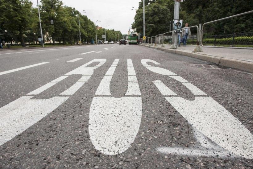 Tallinna linnal puudub ülevaade bussiradasid väärkasutavate autode arvust
