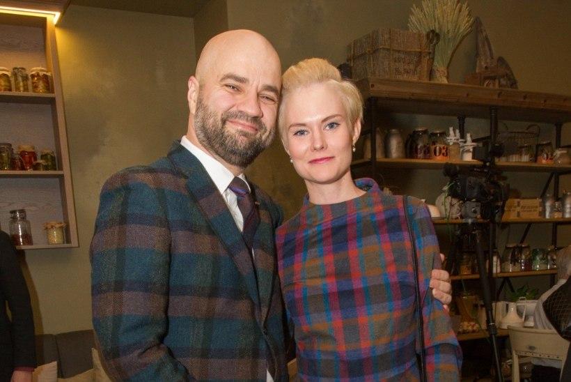 KLÕPS | Mihkel ja Liina Raud tähistavad pulma-aastapäeva