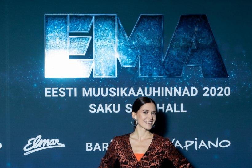 GALERII   Vaata, kes saabus kelle käevangus Eesti muusikaauhindade galale