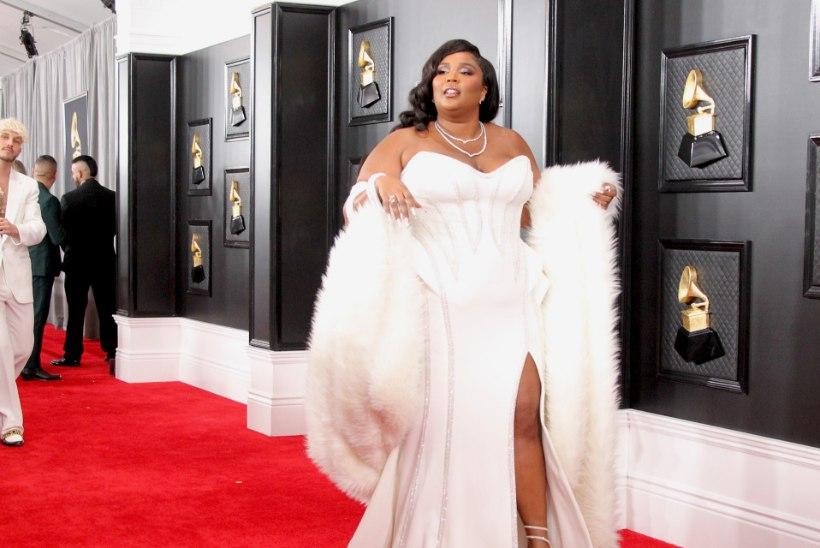 GALERII | Grammyde punasel vaibal üllatasid staarid väga julgete rõivavalikutega!