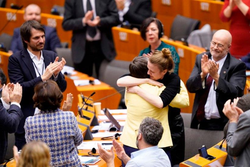 EMOTSIONAALNE PÄEV: briti saadikud lahkuvad europarlamendist. Yana Toom: pean vettpidava ripsmetuši muretsema
