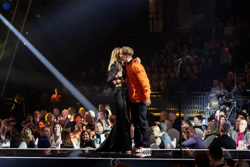 UUS KUUM PAAR? Liis Lemsalu kallistas ja musitas Soome popstaariga!