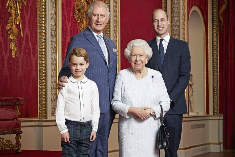 VAHVA PORTREE: Elizabeth II poseerib koos kolme tulevase kuningaga