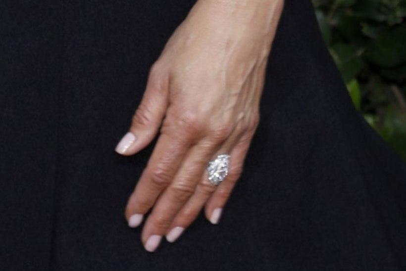 Jennifer Aniston on uuelt kallimalt kihlasõrmuse sõrme saanud?