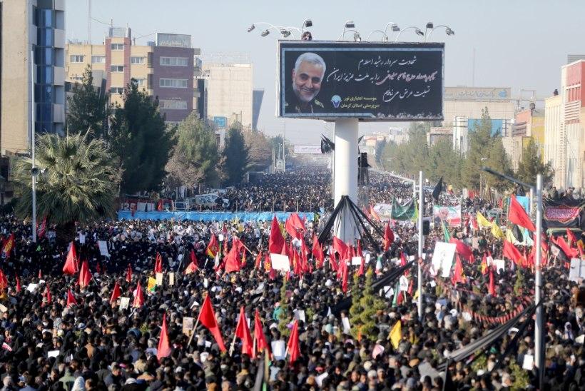 MEELETU RAHVAMASS: Iraani kindrali matustel suri rüseluses vähemalt 56 inimest