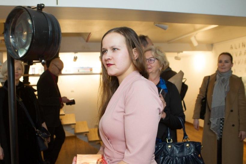 GALERII | KUNSTIEKSPERIMENT: Alina Orava maalid muutuvad sõltuvalt vaatenurgast
