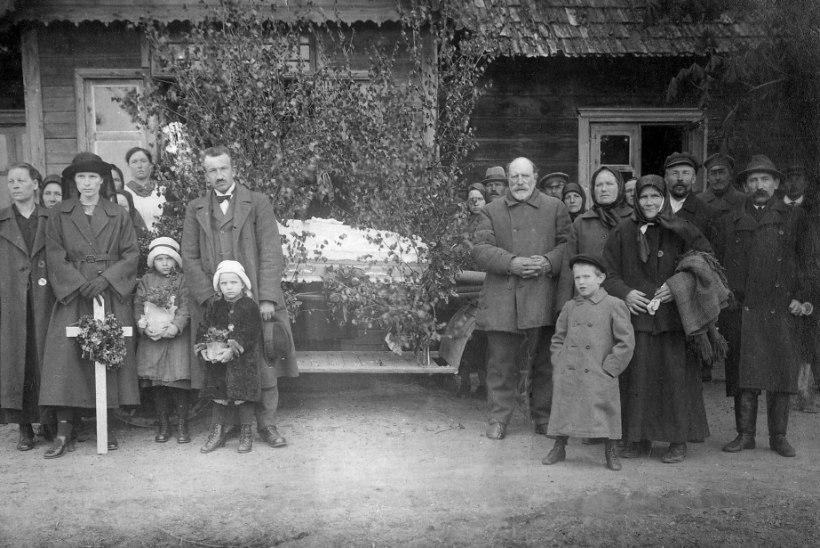 AVASTUS PÖÖNINGULT: 120 aastat vanad talutüdrukute aktifotod
