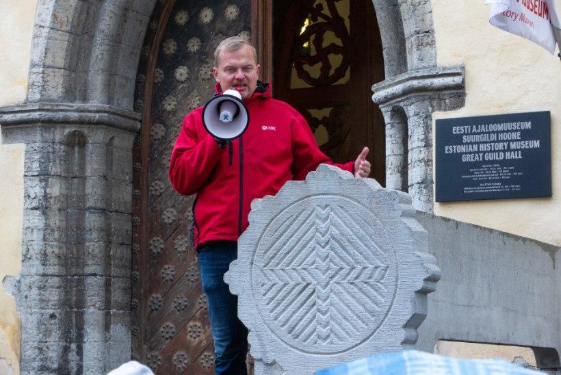 Jaak Juske: keskaegses Tallinnas keedeti mõrtsukad õlis surnuks, abielurikkujad pidid end Raekoja platsil paljaks koorima