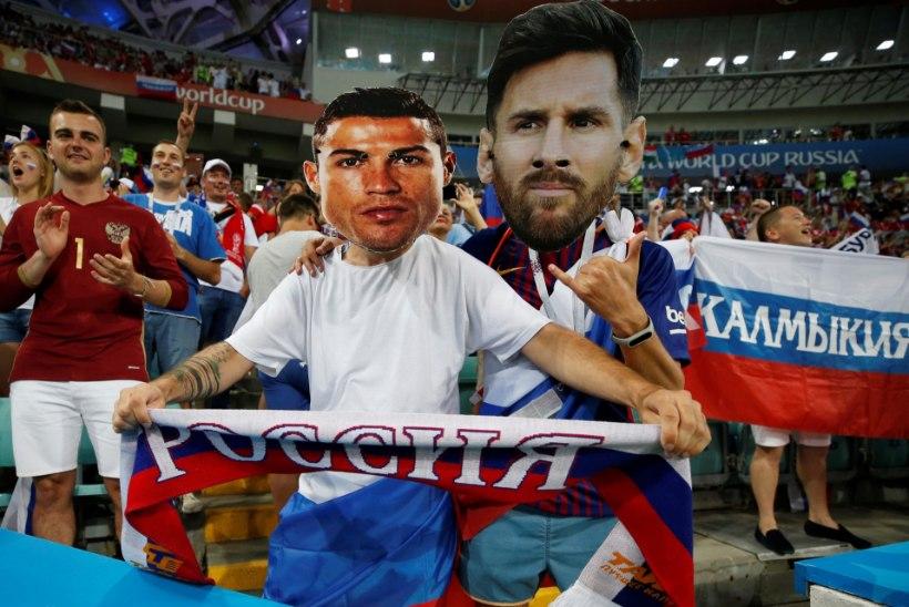 VÄGEV INFOGRAAFIKA | Vanameister tõukas Messi ja Ronaldo rahatabeli tipust, aga vaata kes teenis enim 90ndatel