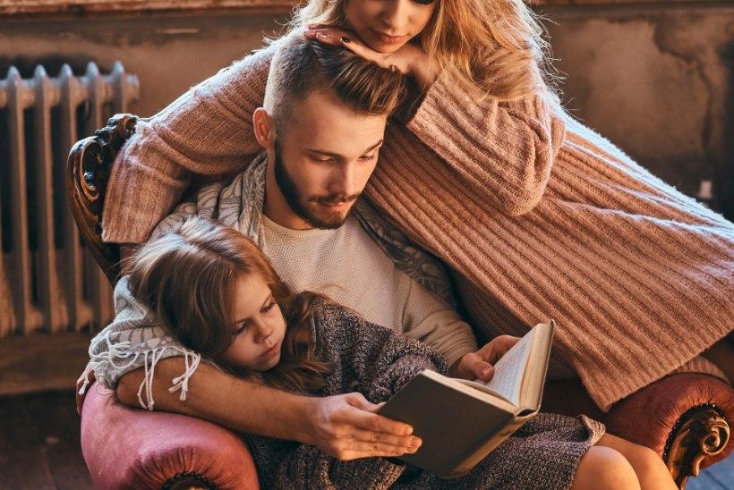 VEEDA JAHEDAD SÜGISÕHTUD RAAMATUTE SELTSIS: mis võiks koduses raamaturiiulis olemas olla?