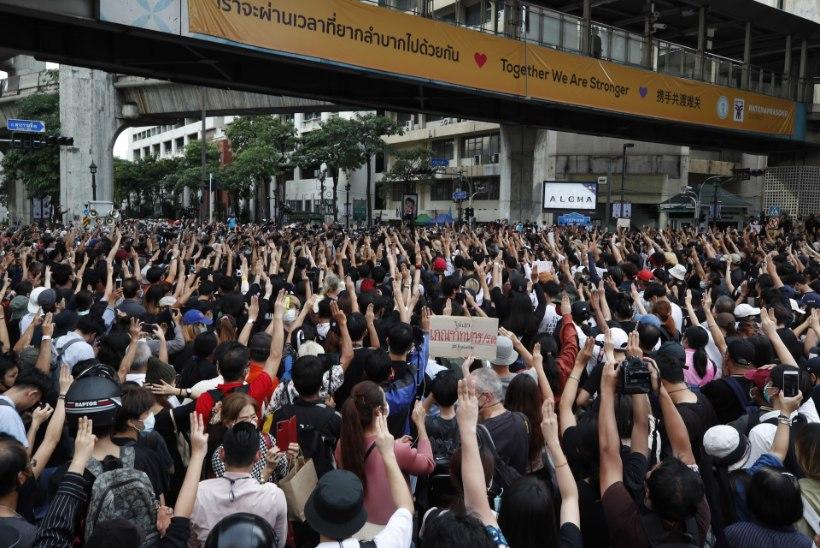 Sajad Tai protestijad eirasid uut keeldu ja kogunesid tänavatele meelt avaldama
