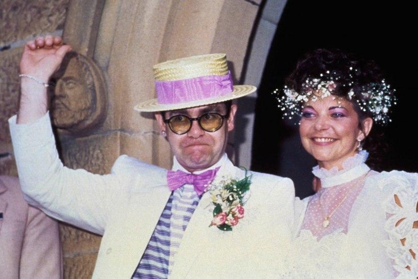 Elton ja tema eksnaine jõudsid kohtuvälisele kokkuleppele