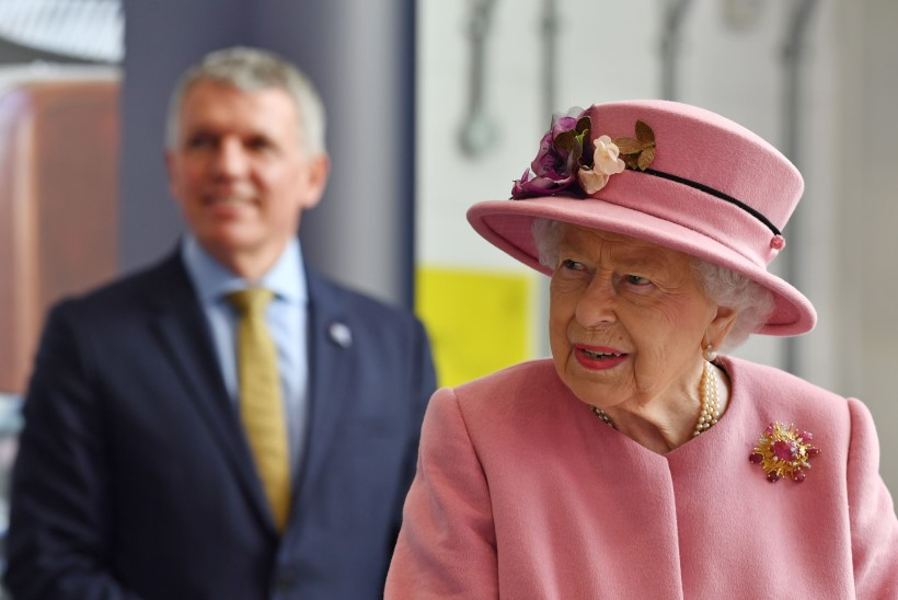 KARM KRIITIKA: miks Elizabeth II koroonamaski ei kanna?