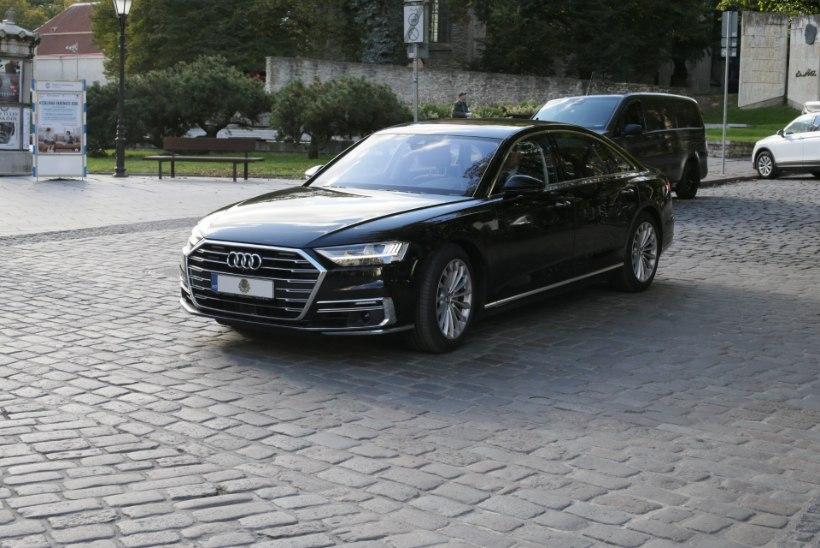FOTOD | Varem ekspresident Ilvese autoga sõitnud Kersti Kaljulaid vurab nüüd ringi uue luksusliku Audiga