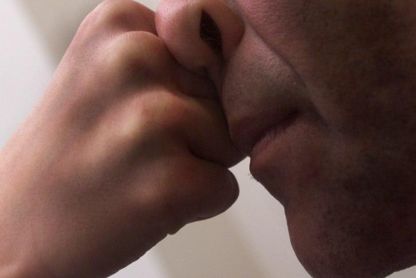 Bussijuhil ninaluu purustanud mees pääses tingimisi vangistusega