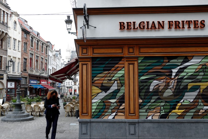 Koroonanakkuse järsk tõus pani Belgia kuuks ajaks kohvikuid ja restorane sulgema