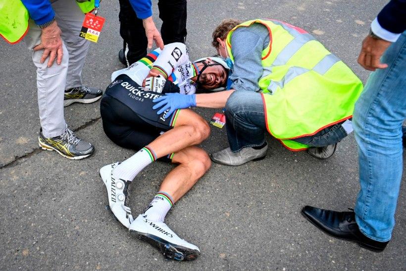 VIDEO | Maailmameister põrkas Flandria tuuril kokku mootorrattaga ja murdis kämbla, Girol kerkis Kangert kolme koha võrra