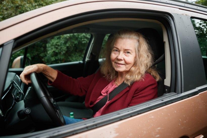 """KUNAGI POLE LIIGA HILJA! 66aastane Inge läks Alzheimeri-hirmus autokooli: """"Tõvega poleks ma suutnud seda läbi teha"""""""