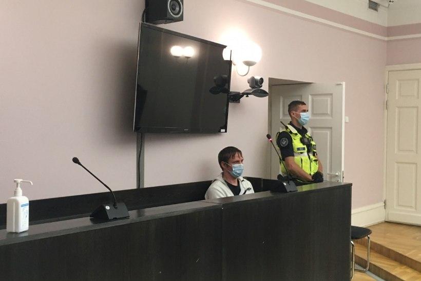 FOTOD KOHTUST | Saaremaa surmakutsar ei tunnista end mõrvas süüdi. Ekspertiis: õnnetuse hetkel oli kiirus 179 km/h