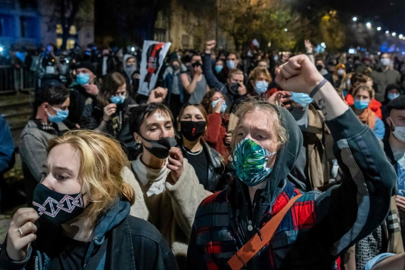 PROTESTID JA PETTUMUS: Poola kohus otsustas abordiseadust veelgi kammitseda