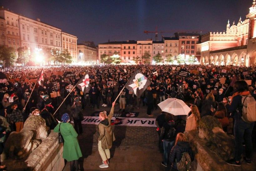 Poolas protestivad taas tuhanded naised pea täieliku abordikeelu vastu