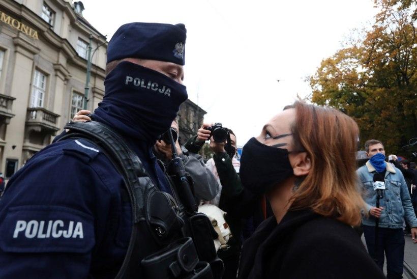 Poola protestijad sihivad kirikuid peaaegu täieliku abordikeelu tõttu