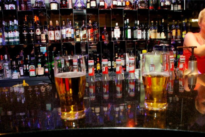 Meelelahutusasutused otsivad viise, kuidas pärast kesköist alkoholimüügikeeldu pidu hoos hoida: võta kaasa oma pudel ja maksa pudelimaksu