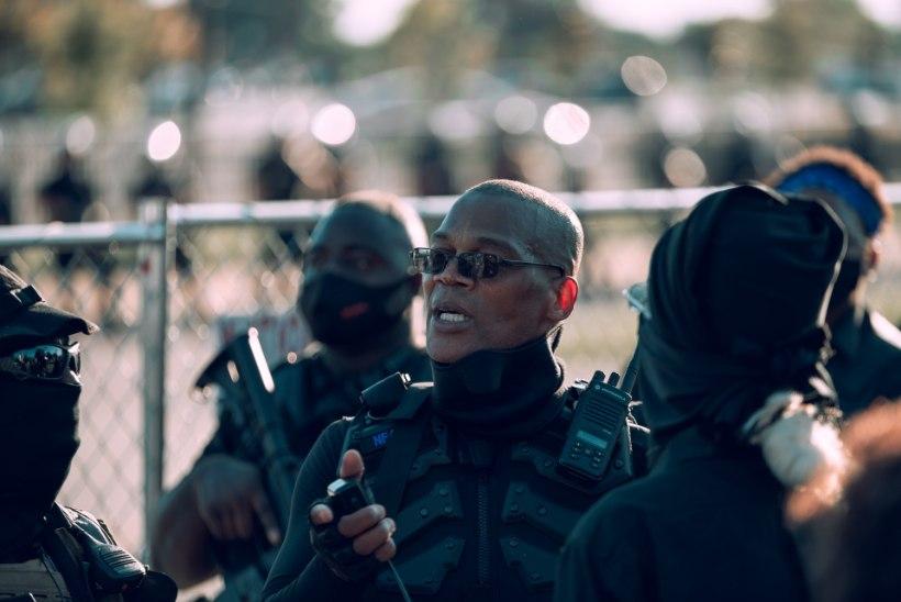 """""""Me suudame ennast kaitsta!"""" Kuidas Ameerika mustanahalised ennast relvastavad"""