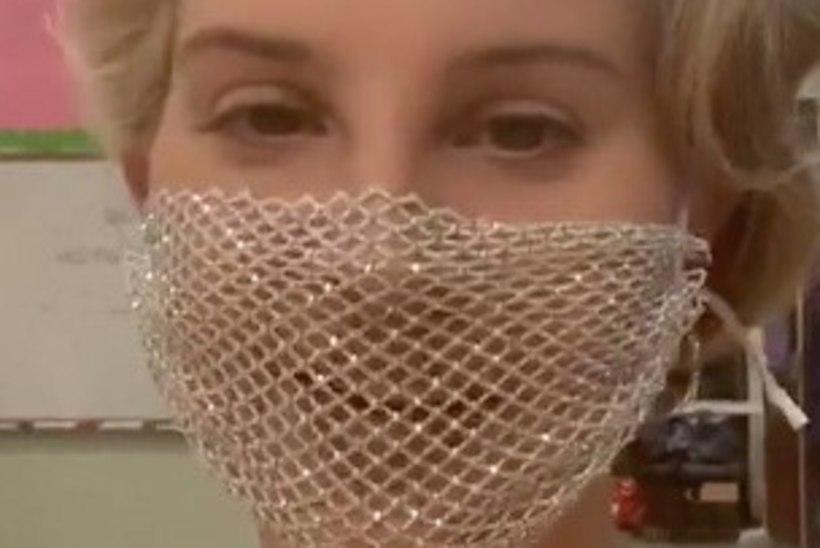 PAKS PAHANDUS: Lana Del Ray kandis fännikohtumisel võrgust maski