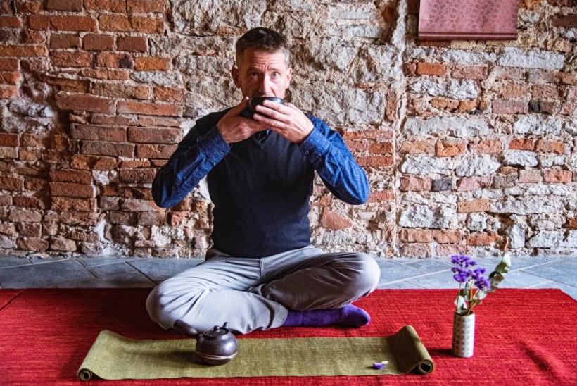 """MÜSTIKA   Teemeister Steve Kokker: """"Lase teel oma hingele pai teha ja tunneta selle mõju kehale."""""""