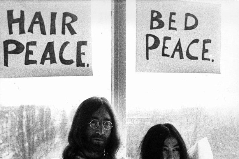 """""""Ema surm kahjustas 17aastast John Lennonit jäädavalt. Ta ei suutnud naistega normaalseid suhteid rajada."""""""