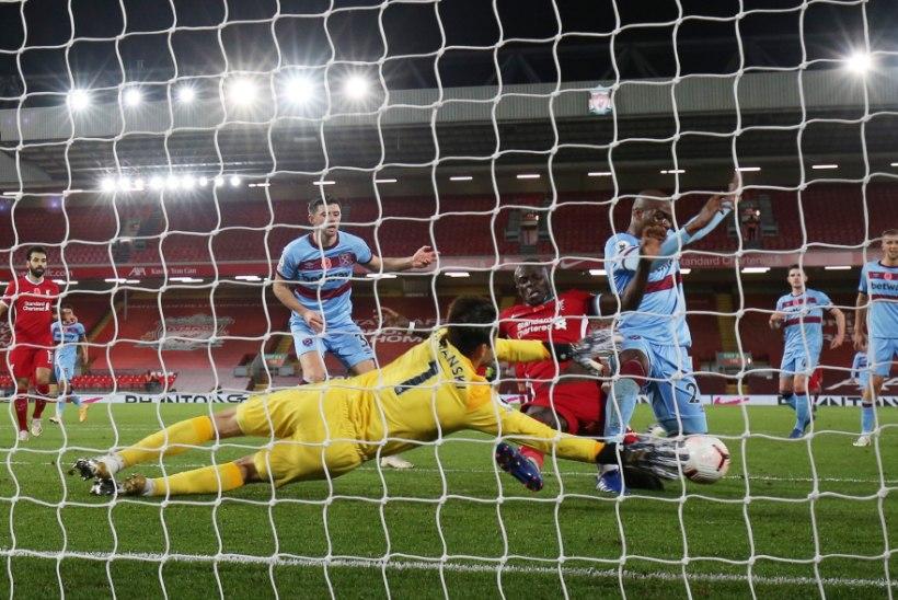 Inglismaa läheb taas lukku, kuid jalgpalliliigat pausile ei panda