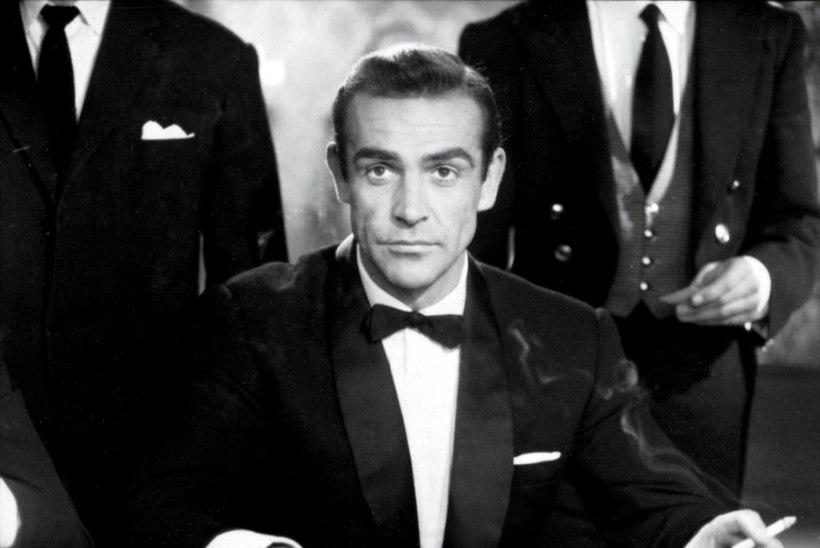 """PUHKA RAHUS, ESIMENE JAMES BOND. Sean Connery lesk: """"Tema viimne soov täitus: ta libises rahulikult olematusse."""""""