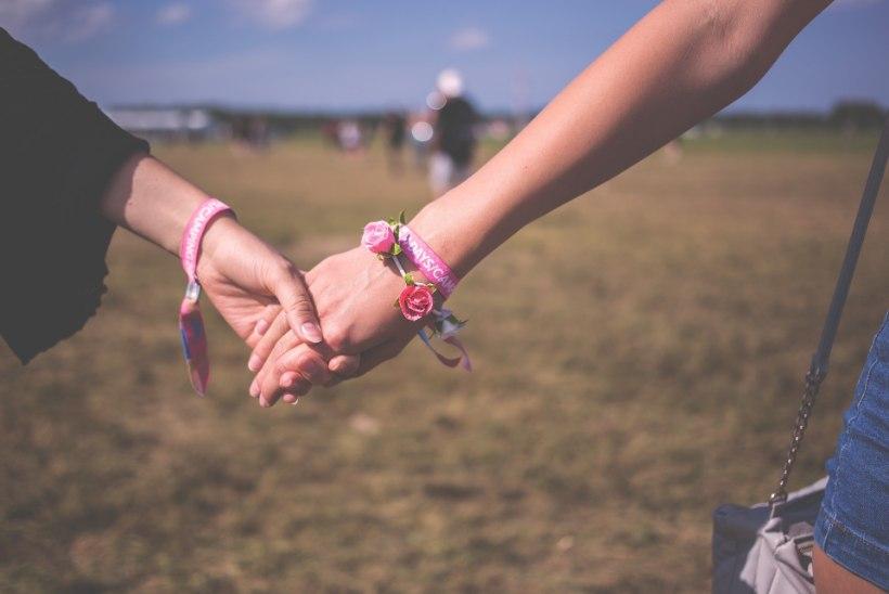 HÄÄLED KUULDAVAKS   Biseksuaalne neiu: ma ei tunne end Eestis turvaliselt. Olen mõelnud välismaale kolida