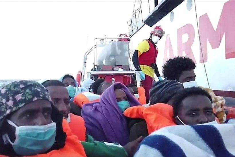 Vahemerelt päästeti sadu inimesi, kümned on hukkunud