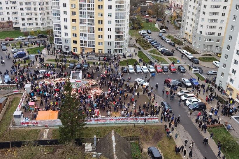 Valgevenes mindi meeleavaldajate vastu veekahuritega