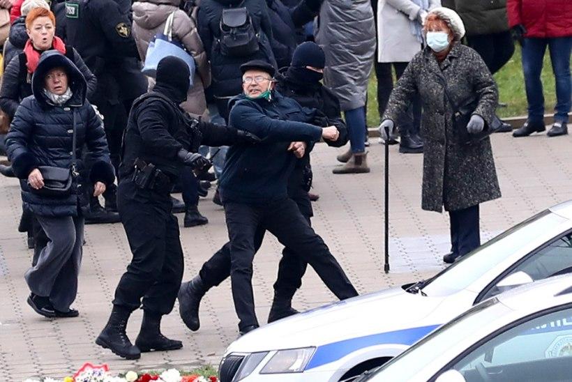 VIDEOD | Vägivaldne märulipolitsei vahistas Valgevenes üle 1100 protestija