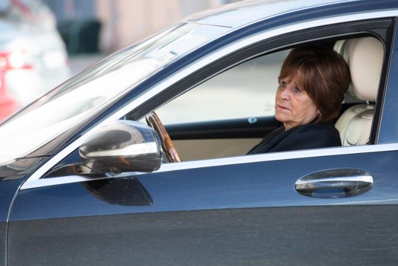 RASKEL AJAL ABIKS IKKA: äridele koroonakriisis toetust palunud Kersti Sarapuu sai kätte uhiuue luksusmaasturi