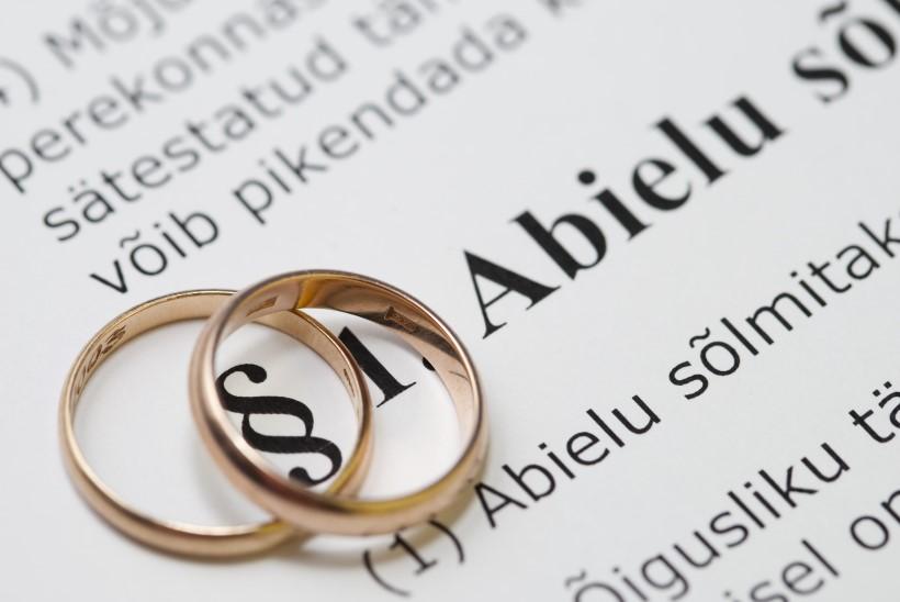 Rahvahääletuse eelnõu abielu mõiste küsimuses jõuab riigikokku
